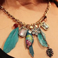 Parrot_Feather_Necklace0.jpg